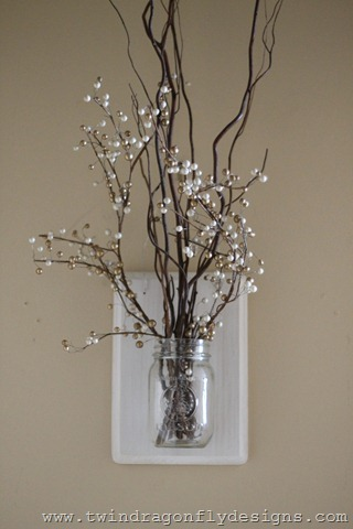 http://www.twindragonflydesigns.com/2013/02/winter-mason-jar-holder.html