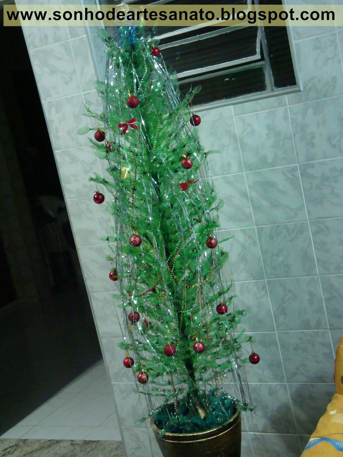 enfeites de natal para jardim passo a passo : enfeites de natal para jardim passo a passo:Árvores de natal feitas com garrafas pet – passo a passo