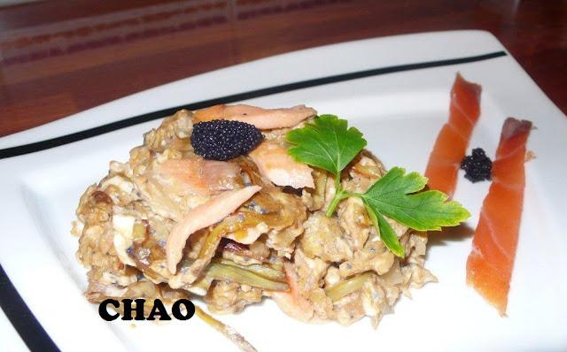 Revuelto de Alcachofa con Salmon Ahumado y huevas de lumpo.