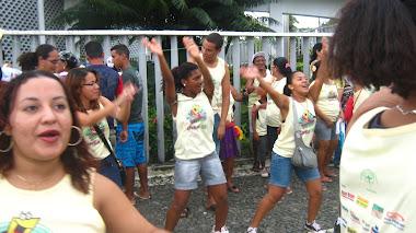 Cantando e dançando
