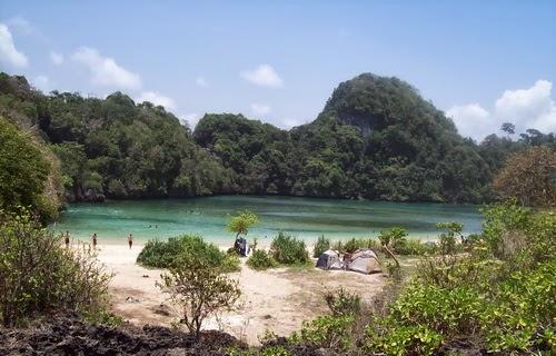 Pesona Kecantikan Pulau Sempu