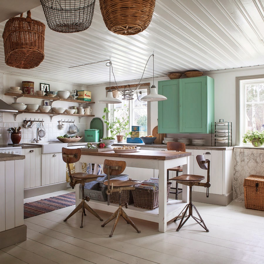 Cottage Kitchen Photos: Décor De Provence: Vintage Meets Cottage