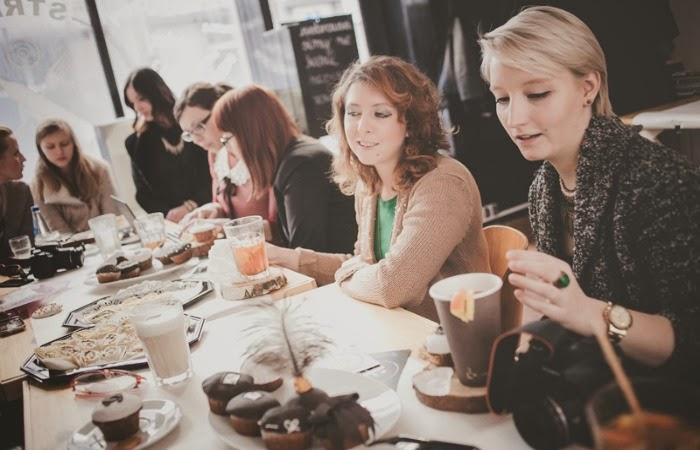 Obraz: blogerki na spotkaniu #strefablogera