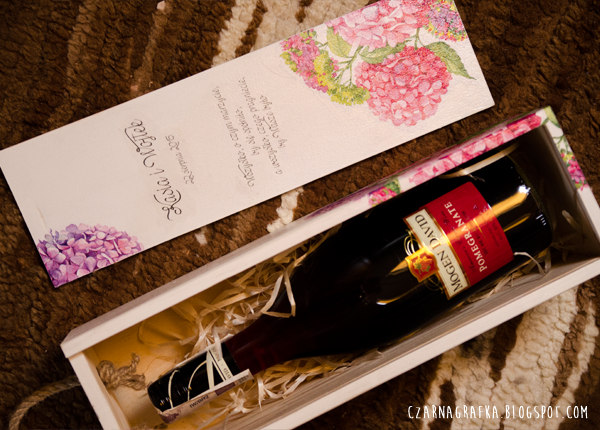 Skrzynka na wino z hortensjami