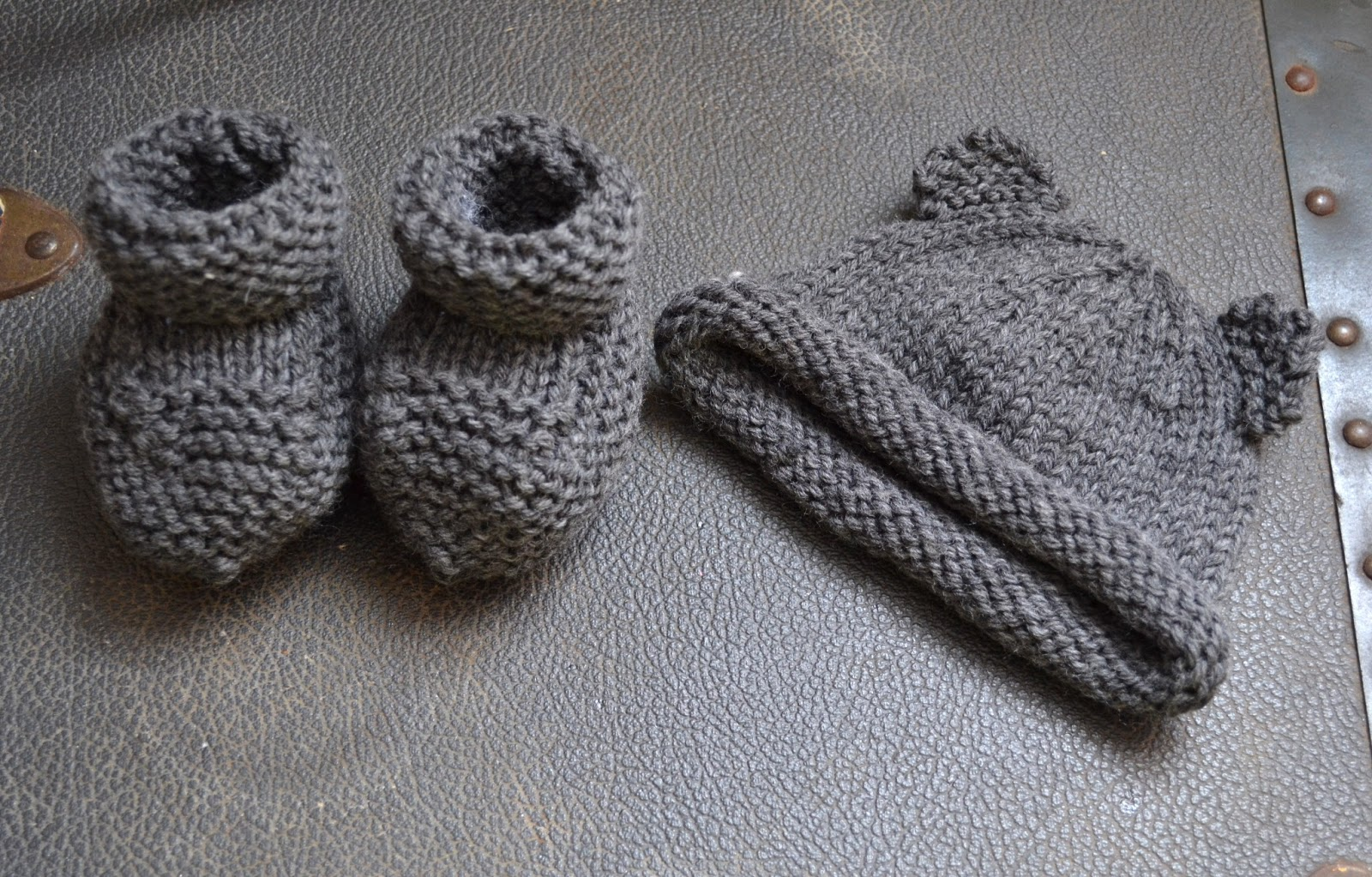 Knitting Pattern For Baby Boy Booties : field wonderful: knitted baby things (baby bear hat, booties, blanket, and bu...