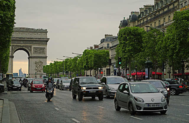 Champs-Elysees Paris poze