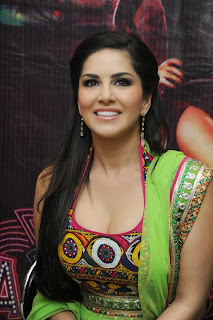 sunny-leone-at-jackpot-hyd-promo-event-001.jpg