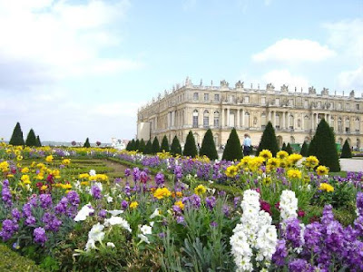 Gardens-of-Chateau-de-Versailles-Palace-of-Versailles-France-travel