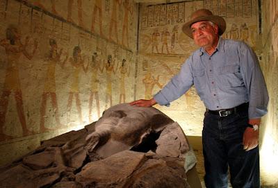 http://4.bp.blogspot.com/-K-XimbK-4Pg/ULdS1Q1rcTI/AAAAAAAAV-w/Uzc8-2nP4ME/s400/chasing+mummies.jpg