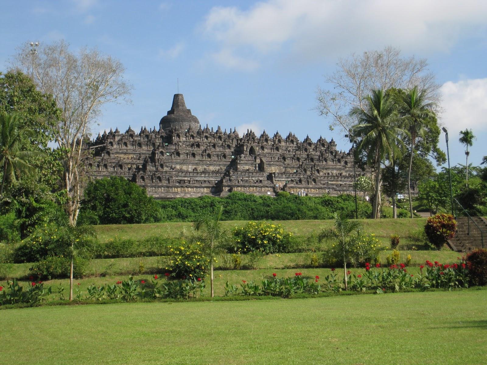 Laporan Perjalanan Study Tour Yogyakarta Design Heky1d