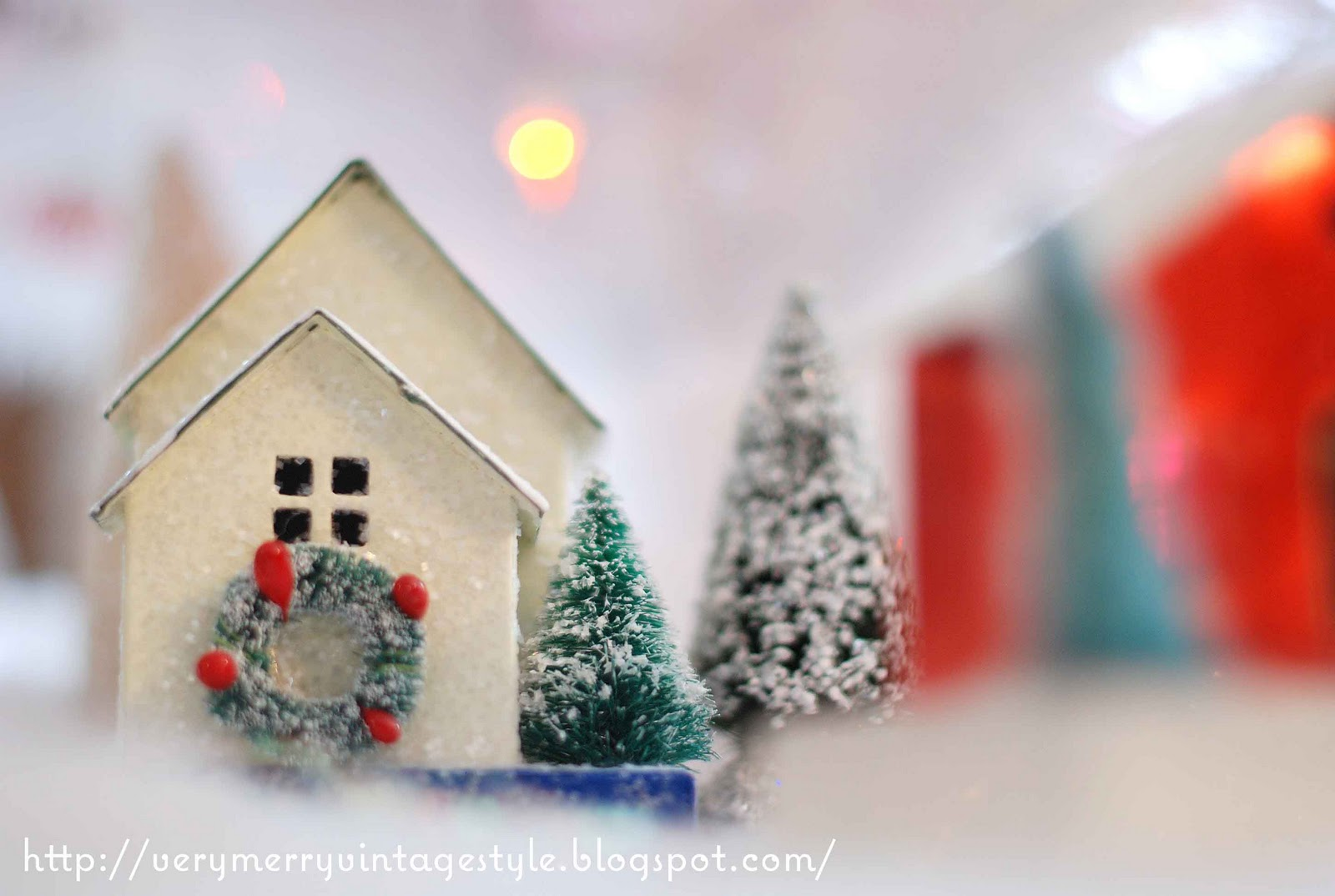 Very Merry Vintage Syle: Glitter House Christmas Village Display