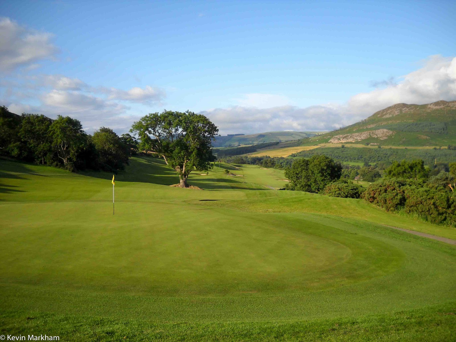 hooked s golf courses bray gets a splash of sunshine but move they did although the old course down near superquinn is still being played in 2003 and an impressive job des smyth made of it