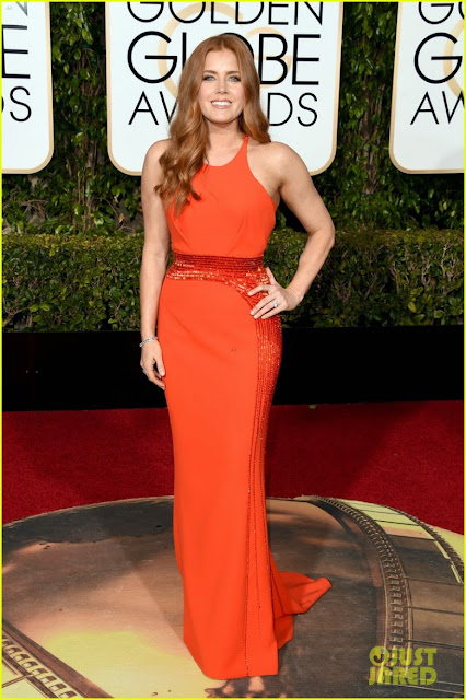 Golden globe awards, melhores looks, atriz, vestido longo, mãe da noiva, noiva, madrinha, 2016, laranja, cintura marcada, bordado, versace
