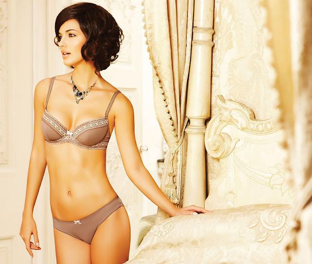 Brazilian Model  Michella Cruz