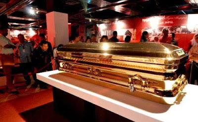 peti-mati-terbuat-dari-emas