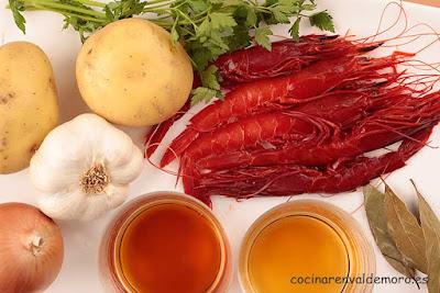 Ingredientes: carbineros, cebolla, patata, ajo, laurel, vino, coñac, ...