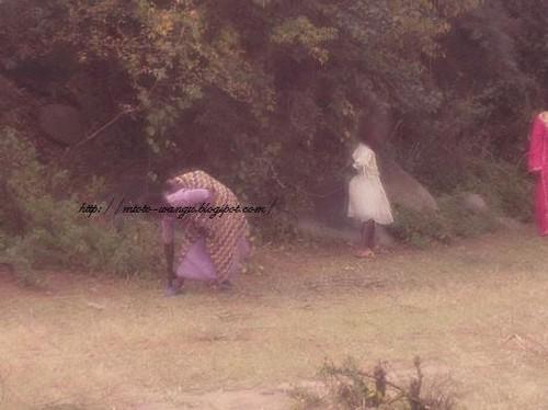 Noszenie dzieci w Tahzani
