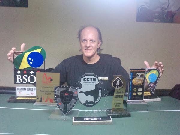 Poker: esporte, amizades e trofeuzinhos.