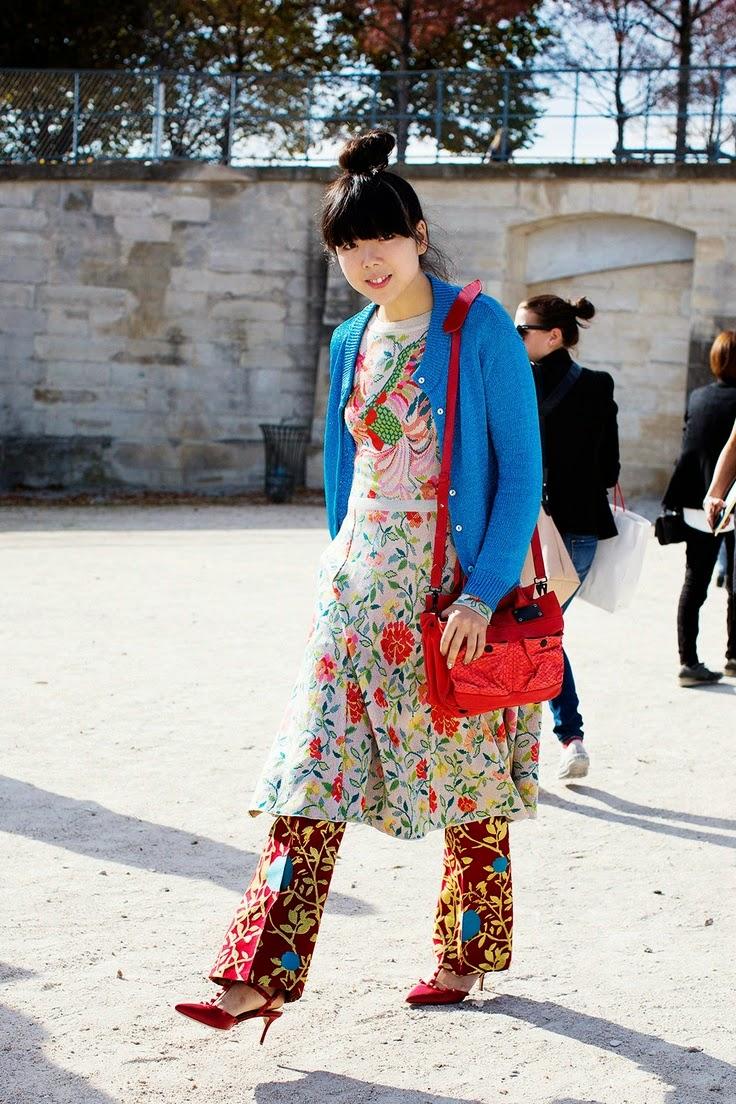 Moda de rua - tendencia padrão floral saia Street style