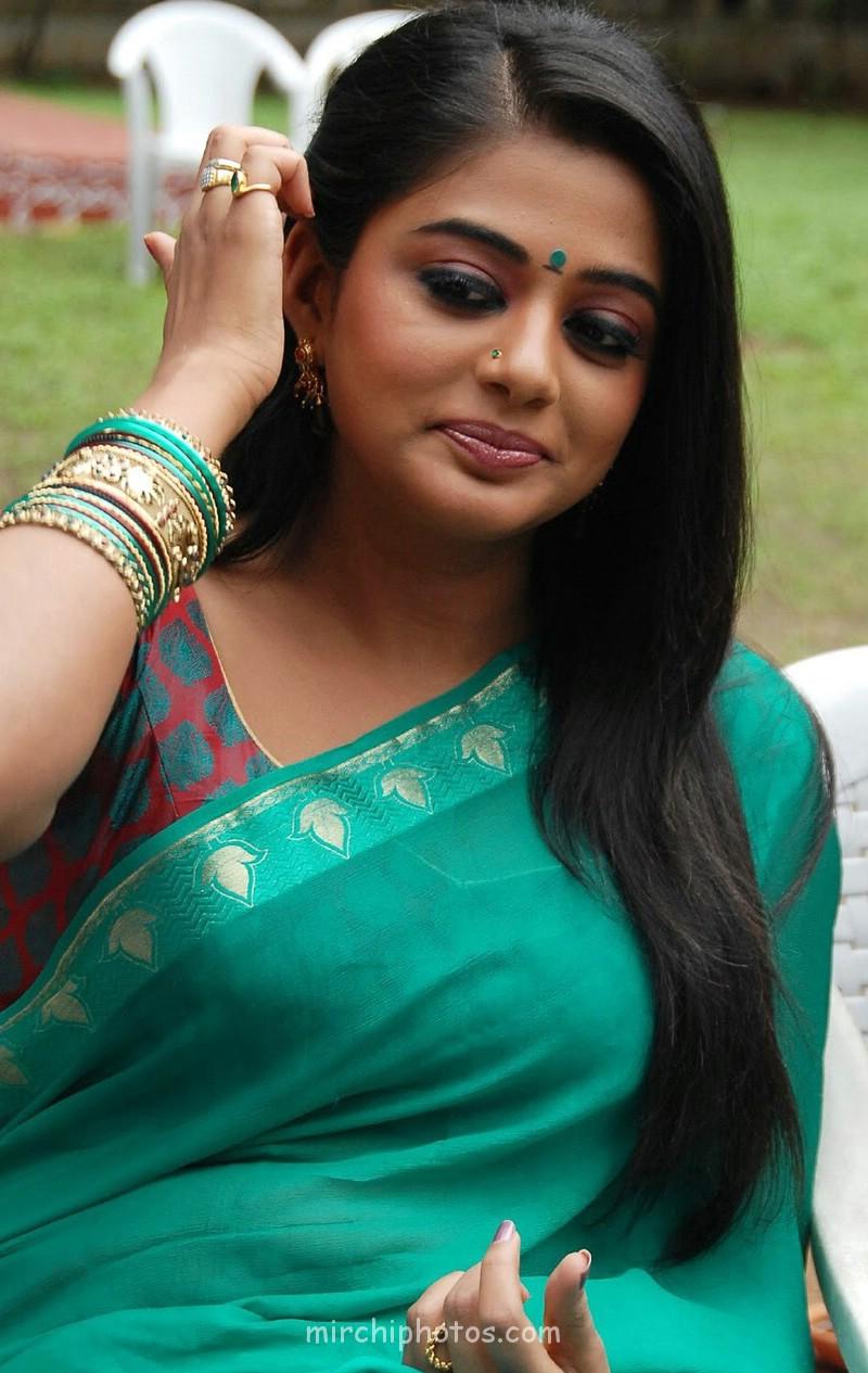 Hot Priyamani Saree S In Pose