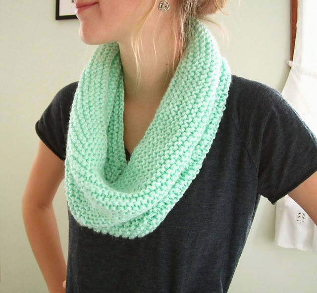 Circle Scarf Knitting Patterns : wiseknits: Free Pattern: Mint Circle Scarf