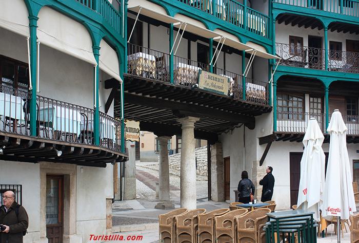 La gran plaza mayor de la peque a ciudad for Oficina turismo chinchon