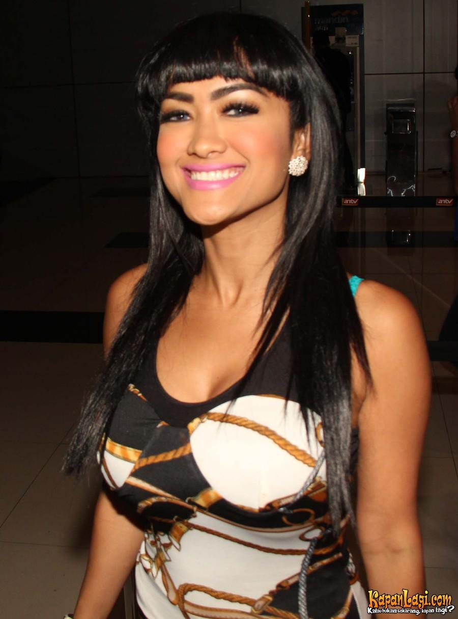 JULIA PEREZ STRIP DANCE (14 Photo)