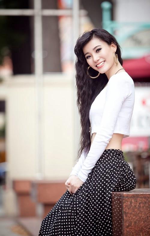 Lana Huỳnh khoe đường cong gợi cảm