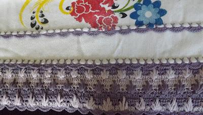 Barrados e bicos em Crochê para Pano de Prato duas cores