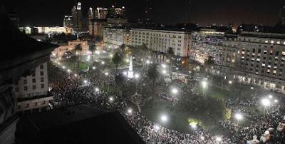Multitudinario cacerolazo en Plaza de Mayo y en todo el país contra el Gobierno 0000778274