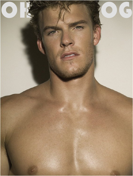 Alan Ritchson - Picture Colection