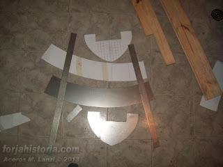 piezas cortadas de casco medieval