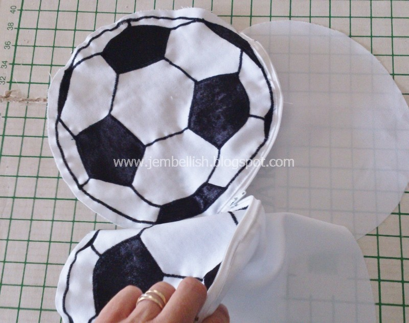 Creating my way to Success: Soccer Ball Pencil Case -- a tutorial