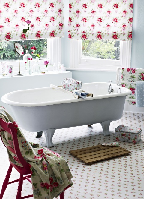 There were many cute bathroom photos in my folders as I was doing my daily  virtual clean up  enough for a post so here they are. Cute Shabby Chic Style Bathrooms 2012   I Heart Shabby Chic