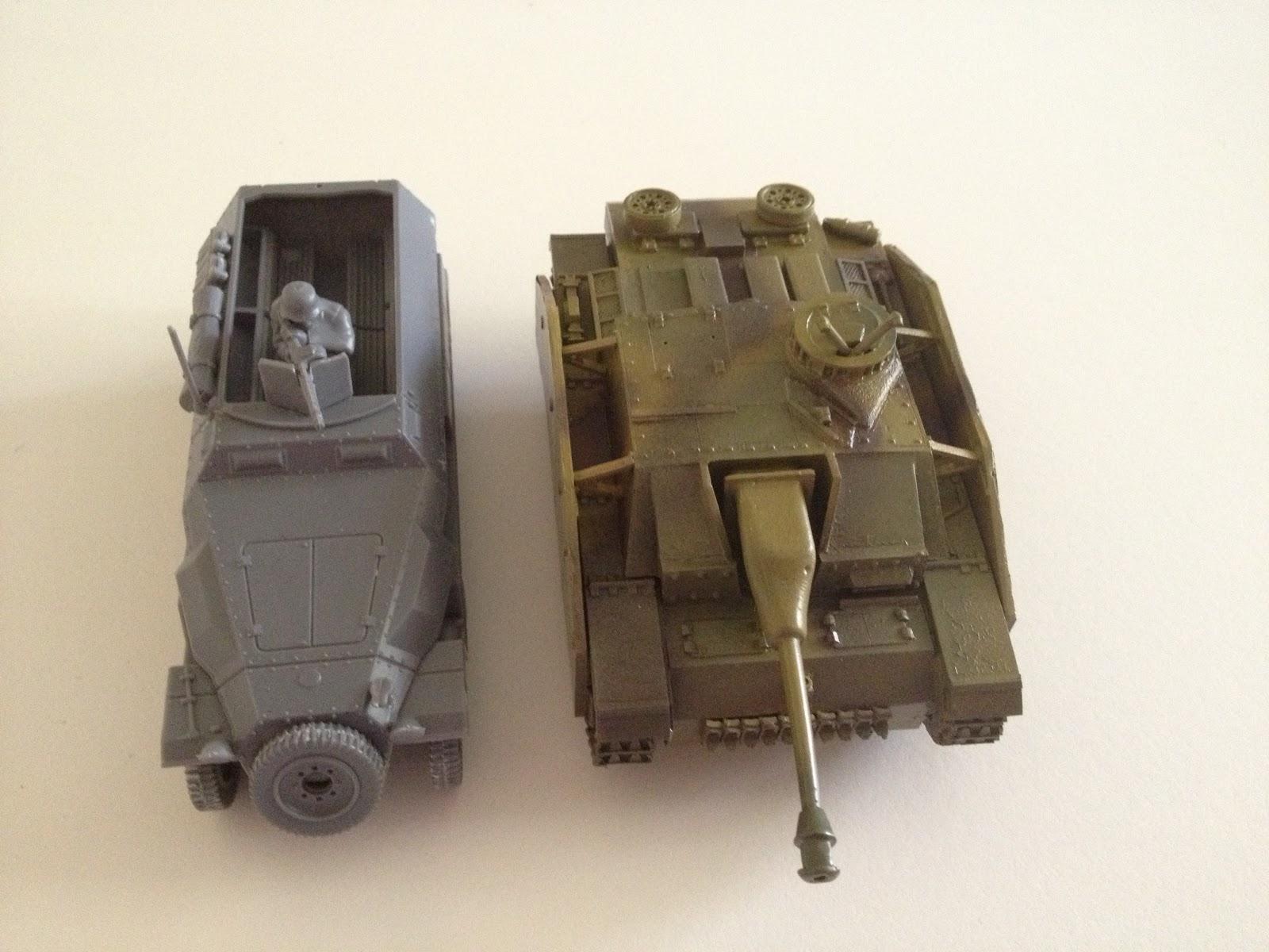 Vue de dessus : comparaison Sdkfz 251/1 - Stug III ausf G
