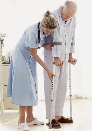 image Baño en la cama 2 enfermeras se aprovechan