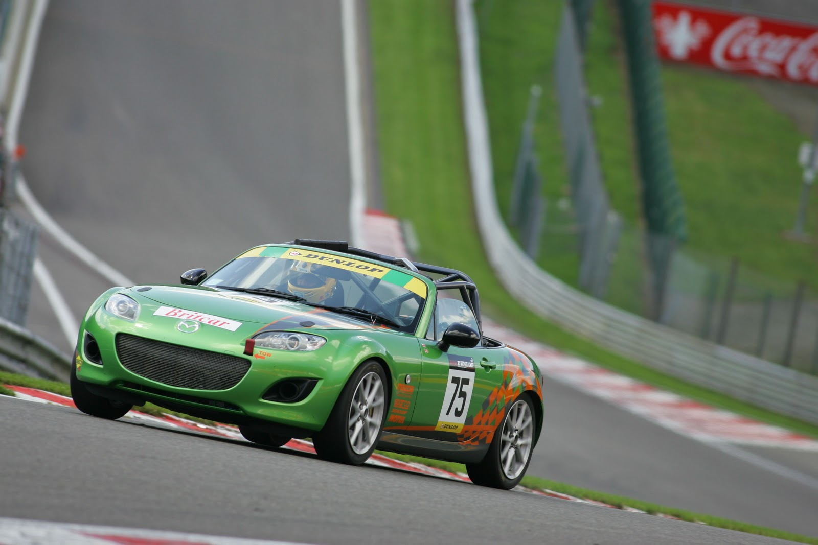 http://4.bp.blogspot.com/-K48jNzQdFQw/TyOUO5qyDxI/AAAAAAAAANQ/juoAZAJ-1ok/s1600/2011-Mazda-MX5-GT-Race-Car5.jpg