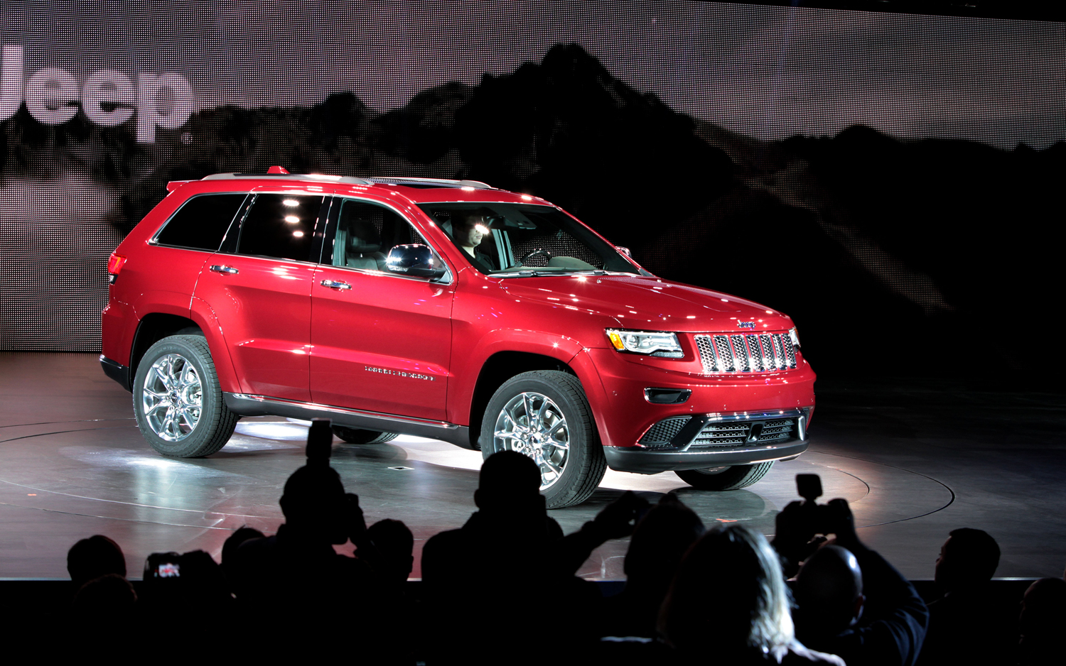2014 jeep grand cherokee 2014 jeep grand cherokee front view the big. Cars Review. Best American Auto & Cars Review