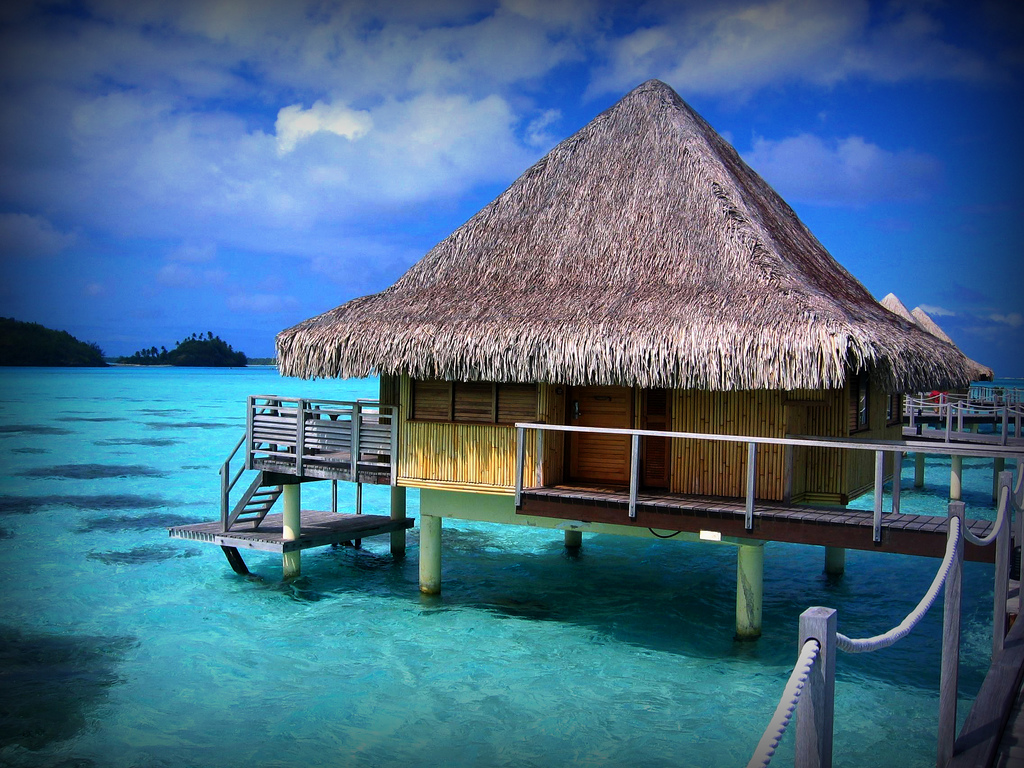 Bora bora island sekadar catatan harian for Honeymoon huts over water
