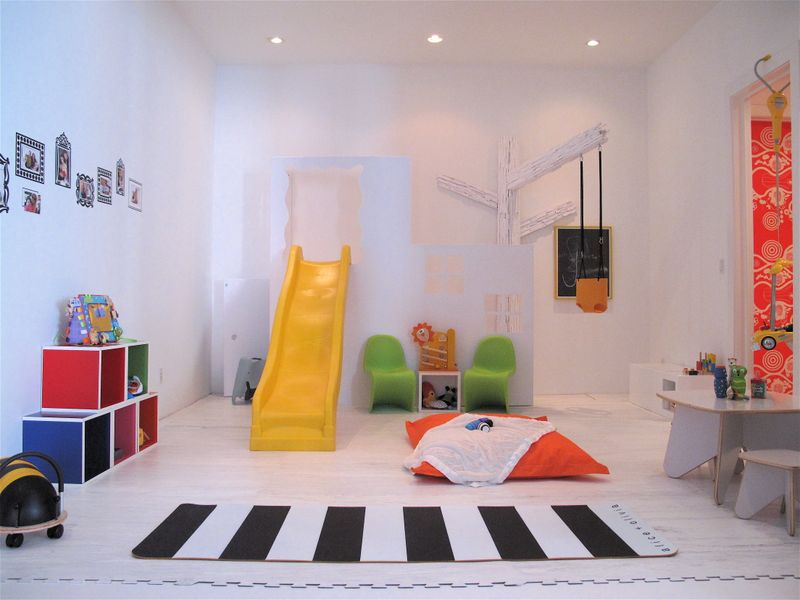 ideas for playroom fun design dazzle. Black Bedroom Furniture Sets. Home Design Ideas