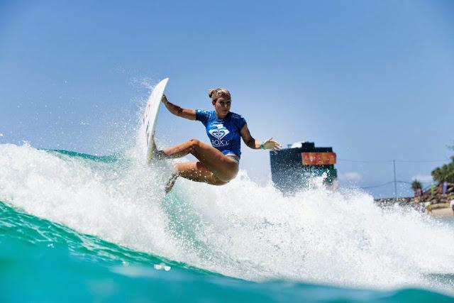 56 Roxy Pro Gold Coast 2015 Sage Erickson Foto WSL Kelly Cestari