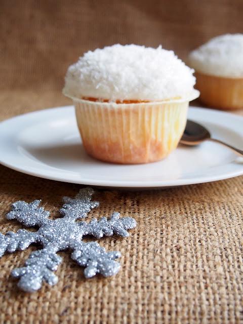 Snowball Cupcakes – Lumipallo Kuppikakut