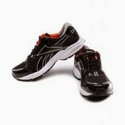 Buy Reebok Luxor LP Running Shoes at Flat 50% off at Rs.1399 : Buy To Earn