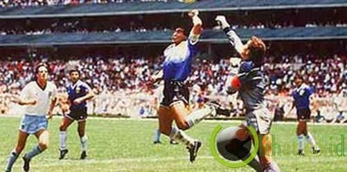 Tangan Diego Maradona (Argentina)