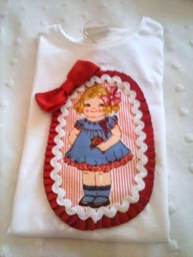camiseta de niña con detalle de muñeca