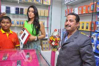 Regina Candra Latest Pictures at B New Mobile Store Launch    ~ Bollywood and South Indian Cinema Actress Exclusive Picture Galleries