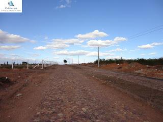 Avenida de acesso recebeu melhorias.