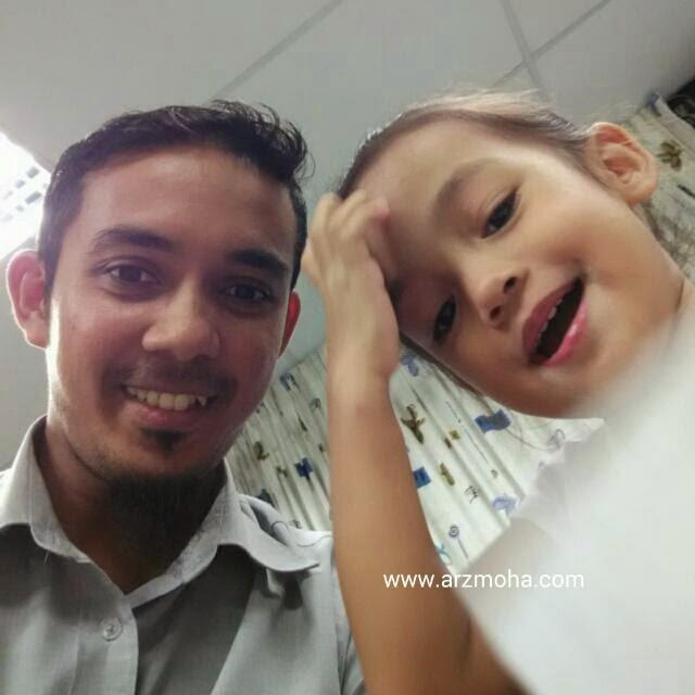 selfie, cik puteri dan abah, i love my daughter, kids, girl, parenting, smile, klinik kesihatan ibu dan anak,