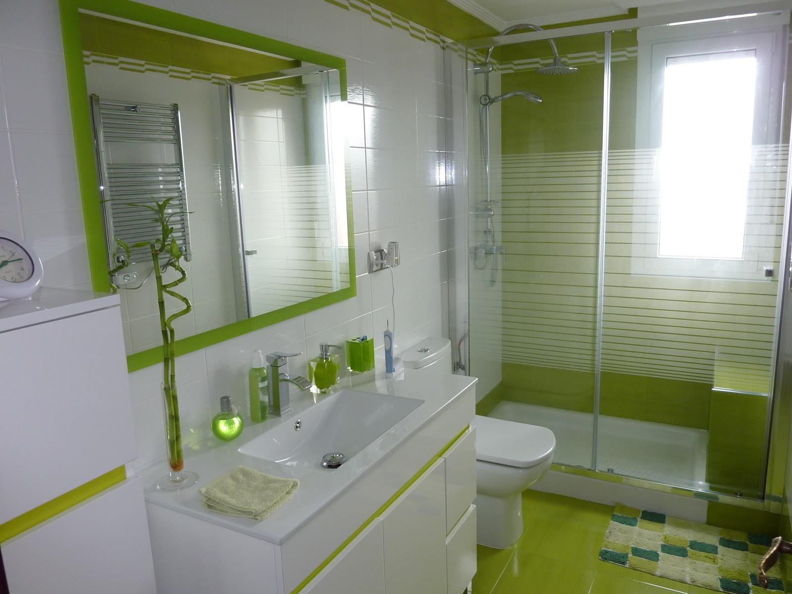 Ba os en verde pistacho for Accesorios bano verde