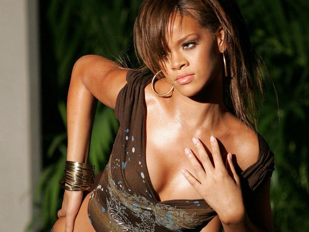 Rihanna Nude Wallpaper